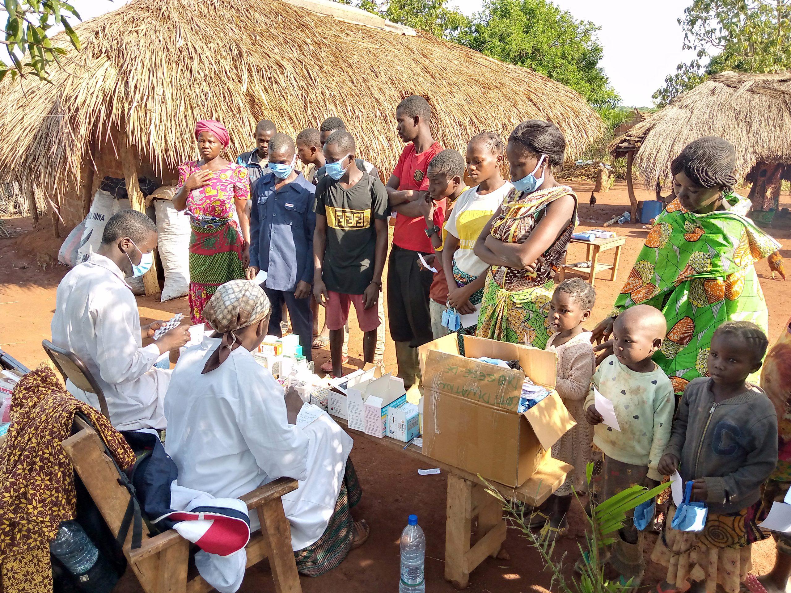 Centrafrique : L'Eglise Catholique apporte de l'aide médicale aux malades du village Kpata dans la commune de Bimbo 5