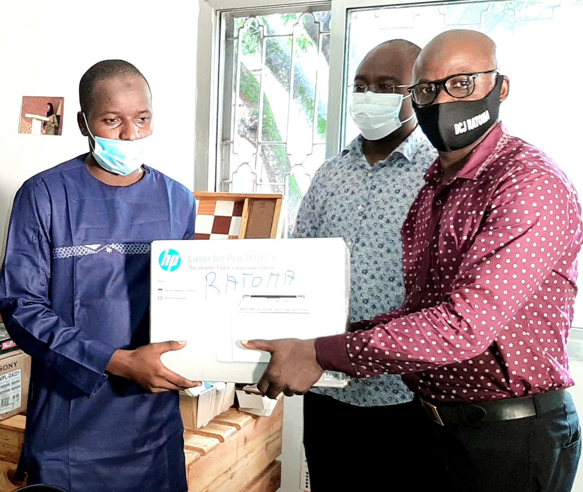 Centrafrique : Des prix décernés aux cinq lauréats du concours dessin sur la paix par l'ONG Search For Common Ground